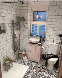 If you have a small bathroom in your home, don't be confuse to change to make it look larger. Not only small bathroom, but also the largest bathrooms have their problems and design flaws. Bathroom Renos, Small Bathroom, Master Bathroom, Bathroom Remodeling, Bathroom Ideas, Cozy Bathroom, Bad Inspiration, Bathroom Inspiration, Bathroom Styling