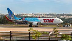 "TAM Linhas Aéreas Boeing 767-316/ER PT-MSZ debuting a new ""Walt Disney World"" promotional livery at Brasília-International, February 2016. (Photo: Fernando Leite)"