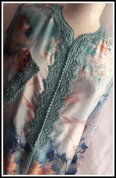 Stylish Dresses For Girls, Simple Dresses, Indian Designer Outfits, Designer Dresses, Morrocan Dress, Mode Abaya, Night Dress For Women, Embroidery Suits Design, Dress Neck Designs