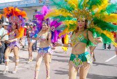 Con un desfile de carrozas los Hondureños celebran el 436 aniversario de Tegucigalpa