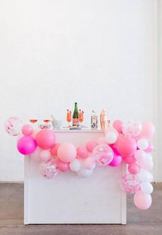 Looking for directions on how to make an easy DIY balloon garland? Shop this balloon garland kit and choose your own party colors! #partydecor #magnoliabloomboutique #balloongarland #stylishparty #balloondecor