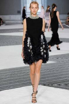 Giambattista Valli Parigi - Haute Couture Fall Winter - Shows - Vogue. Couture Mode, Couture Fashion, Runway Fashion, Couture Style, Fashion Week, Fashion Art, Fashion Show, High Fashion, Bouchra Jarrar