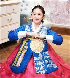 Korean Traditional Dress, Traditional Dresses, Korean Dress, Korean Outfits, Modern Hanbok, Indian Gowns Dresses, Cute Celebrities, Korean Actresses, Devon Aoki