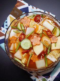 나박김치 맛있게 담그는법 예쁘고 맛도 좋은 나박 물김치! : 네이버 블로그 Spicy Recipes, Asian Recipes, Cooking Recipes, Ethnic Recipes, Bulgogi Recipe, K Food, Korean Food, Food Plating, Food To Make