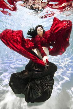 Futuras mães à conquista dos sete mares. Um trabalho de Adam Opris que não vai querer perder!