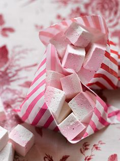 Peppermint marshmallows -- the perfect compliment to jars of homemade hot cocoa mix. Peppermint Marshmallows Ingredients: 3 envelopes of unflavored gelatin 1/2 cup cold water 2 cups granulated sugar 2/3 cup light corn syrup 1/4 cup water 1/4 tsp salt 2 tsp vanilla extract 1/2 tsp peppermint extract food coloring!