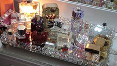Room Organization Perfume - Dicas e idéias para organizar maquiagem e cosméticos. Perfume Storage, Perfume Organization, Perfume Display, Perfume Tray, Glamour Decor, Awesome Bedrooms, Beautiful Bedrooms, Amo Perfume, Bandeja Perfume
