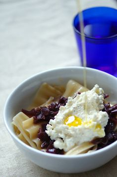 Almost like Donna Hay's; pasta with goat's cheese and red onion jam, #donnahay, #pasta, #cheese
