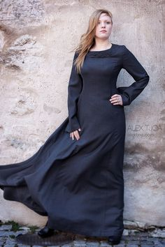 Gown Pagan Wicca Witch: Asatru, Viking, Northern Traditions: Long wide dress Alva, with Viking ornaments and trumpet sleeves. Medieval Fashion, Medieval Clothing, Viking Ornament, Vikings, Viking Dress, Celtic Dress, Wool Dress, The Dress, Elegant