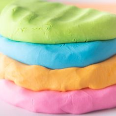 Make this super soft, no cook, cloud dough recipe! This homemade dough is really easy to make! Science For Toddlers, Games For Toddlers, Summer Activities For Kids, Toddler Games, Indoor Activities, Family Activities, Sensory Activities, Diy Crafts For Girls, Fun Diy Crafts