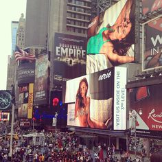 "@christahoang's photo: ""#miss #it #so #much  #thebigapple #timesquare #newyork #manhattan #boardwalkempire #massive #crowded #amazing #skyscrapers #beautiful #lights #screen #broadway"""