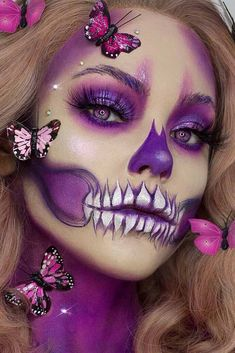 Purple Skull Halloween Makeup ★ A Halloween look without sugar skull makeup is a look wasted! Our tunning ideas with glitter, rhinestones, and the burst of glam colors are here to help you keep up with the fancy Mexican tradition stylishly. Candy Skull Makeup, Halloween Makeup Sugar Skull, Cute Halloween Makeup, Purple Halloween, Skeleton Makeup, Halloween Makeup Looks, Scary Halloween, Half Skull Makeup, Halloween Costumes