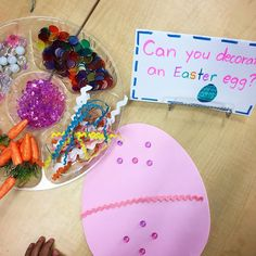 Loose parts decorate an Easter egg Easter Craft Activities, School Age Activities, Easter Crafts, Christmas Crafts, Crafts For Kids, French Immersion, Toddler Stuff, Early Childhood Education, Activity Ideas