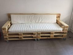 trendy diy furniture couch homemade sofas - New ideas Pallet Furniture Shelves, Diy Furniture Couch, Pallet Furniture Designs, Pallet Patio Furniture, Pallet Couch, Diy Sofa, Repurposed Furniture, Sofa Sofa, Rooms Furniture