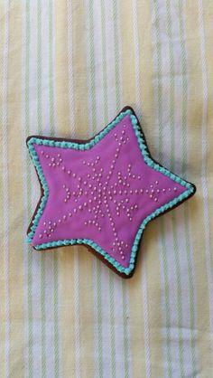 Estrella de chocolate con royal icing y perlas en tono plata