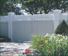 Universal with Highland Topper Entrance Gate - While providing maximum privacy, this Universal Board Gate is steel framed for added support and constructed for an automatic entry system.
