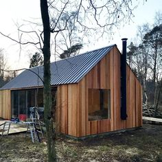 First facades trimmed off. #barnhousecabin #cabin #cabinjournal #cabinporn #tinyhome #tinyhouse #tinyhousebuild #designbuild #intothewoods #quietplace #nordic #scandinavian #cedar #cedarcladding...