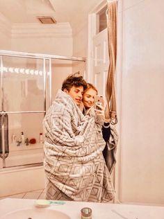 cold days with babe❤ . Cute Couples Photos, Cute Couple Pictures, Cute Couples Goals, Cute Photos, Couple Pics, Couple Things, Wanting A Boyfriend, Boyfriend Goals, Future Boyfriend