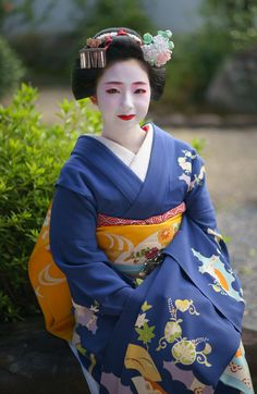 maiko 舞妓 Miyagawacho 宮川町 Toshimomo とし桃  KYOTO JAPAN