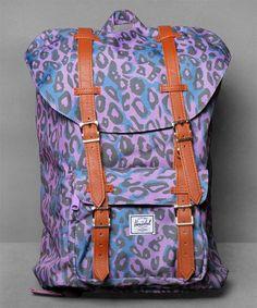 Neu im Shop: Herschel Little America Mid-Volume in Purple - http://www.numelo.com/herschel-little-america-midvolume-p-24513745.html #herschel #littleamericamidvolume #taschen #numelo