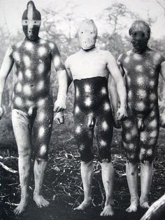 The Lost Tribes Of Tierra Del Fuego: Rare And Haunting Photos Of Selk'nam People Posing With Their Traditional Body-Painting. One of the last such ceremonies was performed in 1920 and recorded by the missionary, Martin Gusinde. Michel Leiris, Haunting Photos, People Poses, Art Premier, People Of The World, Tribal Art, World Cultures, Body Painting, Religion