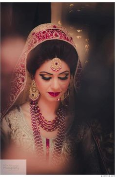 Gorgeous Indian bride wearing bridal jewellery and lehenga | Photo by Mir Anwar Photography
