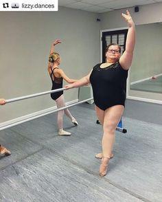 Imagem especial e história linda para começar a semana  A bailarina Lizzy Howell de 15 anos vem inspirando diversas garotas por meio de seu perfil no Instagram. Desde que postou um vídeo em que executa mais de dez piruetas seguidas sem se desconcentrar Lizzy ganhou milhares de seguidores na rede social. Com centenas de comentários positivos e mais de 100 mil visualizações o vídeo viralizou por mostrar que o tipo físico não precisa ser uma barreira para quem quer se tornar bailarina. A garota…