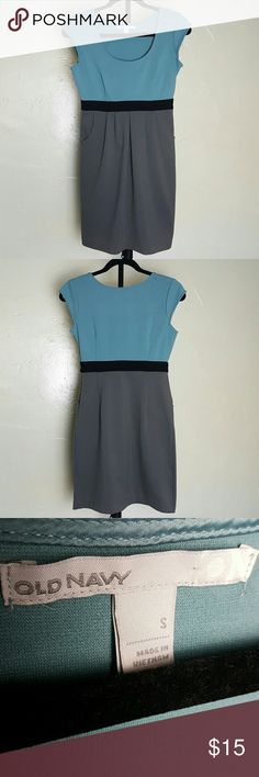 🌞SUMMER SALE 🌞Old Navy Dress with pockets A beautiful 2 toned( light blue and grey) dress by Old Navy. The material is thick (a little warm). It has a zipper on the side. It has 2 front pockets!  Laying flat measures approximately: Length 33 inches Waist 13 inches Underarm to underarm 17 inches Please keep in mind the material is stretchy so it can stretch beyond these measurements.   💕I accept offers and love to offer bundle discounts! 🚭Smoke free home  ❎No trades. Old Navy Dresses Midi