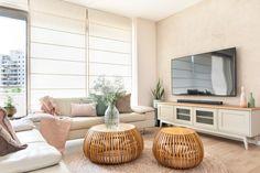 שיפוץ ועיצוב דירה בחולון Flat Screen, Decor, Blood Plasma, Decoration, Flatscreen, Decorating, Dish Display, Deco
