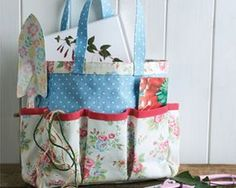 Create a stitched gardening set using Cath Kidston fabrics...it's almost too pretty to get dirty! Full tutorial available