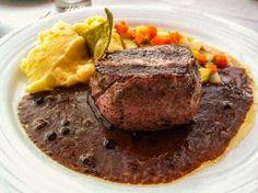 Prato que o maridão comeu no Bellini: filet mignon, purê de batatas e legumes salteados...