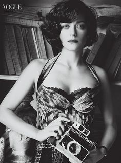 marion cotillard - short wavy hair remind me how much I'll hate it if I cut it...please...someone!?