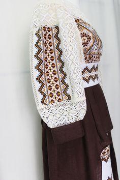Folk Fashion, Knit Fashion, Ethnic Fashion, Fashion Outfits, Womens Fashion, Embroidery On Clothes, Embroidery Dress, Traditional Fashion, Traditional Outfits
