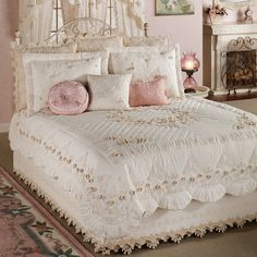 Tranquil Garden Quilt from Touch of Class Guest Room Decor, Home Decor Bedroom, Shabby Chic Furniture, Home Furniture, Daybed Sets, Romantic Room, Baby Bedroom, Royal Bedroom, Shabby Chic Homes