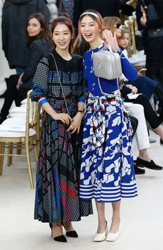 Park Shin-hye and Irene Kim - Chanel Fall 2016 Front Row - March 2016 Red Events, Paris Fashion Week 2016, Modest Fashion, Fashion Outfits, Women's Fashion, Long Dress Patterns, Chanel Fashion Show, Park Shin Hye, Korean Celebrities