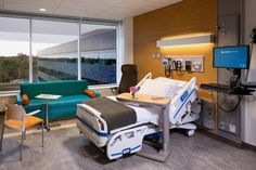 The med/surg patient floors feature standardized 32-bed layouts and private patient rooms with modern furnishings and large windows. Photo: ©Scott Pease/Pease Photography 2013
