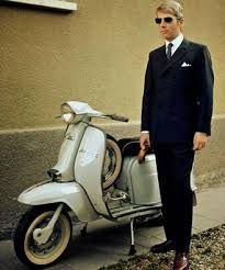 its a Mods style with vespa or lambretta Culture Pop, Street Culture, Youth Culture, Mod Fashion, Fashion Mode, 1960s Fashion, Mod Suits, Mod Scooter, Lambretta Scooter
