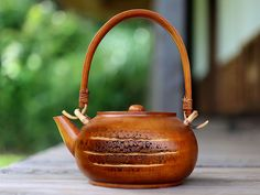 一点限りの竹根急須。 Bamboo Decoration, Bamboo Texture, Bamboo Products, Bamboo Crafts, Bamboo Fence, Tea Pots, Tableware, Dinnerware, Dishes