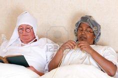 Resultados de la Búsqueda de imágenes de Google de http://us.123rf.com/400wm/400/400/anyka/anyka1210/anyka121000023/15692670-pareja-de-jubilados-leer-y-tejer-en-la-cama-en-ropa-de-la-vendimia.jpg