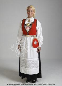 Hardangerbunad til dame - BunadRosen AS Norwegian Clothing, European Costumes, Frozen Costume, Hardanger Embroidery, Mrs Claus, Folk Costume, Historical Costume, Traditional Dresses, Tunic Tops