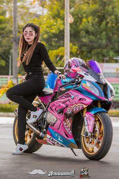 Lady Biker, Biker Girl, Kawasaki Motorcycles, Bmw S1000rr, Lol League Of Legends, Super Bikes, Pretty Wallpapers, Cool Bikes, Motorbikes