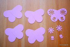Frühling-Spring-Oster-Fensterbild-Fensterdeko-Fenster-Dekoration-Pastell-Blumen-Stanzer-einfach-kleben-Cardstock-Papier-Schmetterlinge Natural Light, Diy Crafts, Concept, Butterflies, Diy, Pastel Floral, Make Your Own, Homemade, Craft