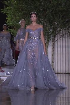 Zuhair Murad Look 14 Gorgeous Embroidered Medium Purple Off Shoulder Sheath Evening Maxi Dress / Evening Gown with a Princess Skirt and a Train. Runway Show by Zuhair Murad No related posts. Haute Couture Dresses, Couture Mode, Couture Fashion, Club Dresses, Prom Dresses, Ribbed Knit Dress, Spring Dresses, Beautiful Gowns, Dream Dress