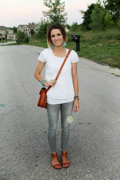 White boho blouse, gray jeans, cognac accessories for me in Outfit Jeans, Grey Skinny Jeans Outfit, Jeans Outfit Summer, Shirt Outfit, Mom Outfits, Spring Outfits, Casual Outfits, Cute Outfits, Fashion Outfits