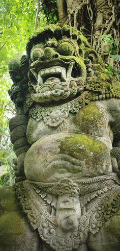 Balinese Statues in Ubud, Bali / A Globe Well Travelled
