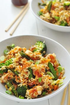 A quick and easy weeknight dinner with an Asian flair! Clean Eating Recipes For Dinner, Clean Eating Meal Plan, Clean Eating Snacks, Healthy Dinner Recipes, Simple Recipes, Ww Recipes, Healthy Meals, Healthy Eating, Teriyaki Rice