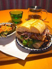 お昼限定! ペルーの定番サンドイッチ