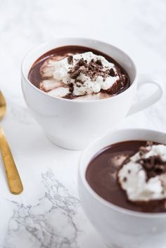 Visit The Sweetest Occasion for this delicious, decadent easy-to-make French hot chocolate recipe plus of other recipes, crafts and more! French Hot Chocolate Recipe, Homemade Hot Chocolate, Hot Chocolate Recipes, Chocolate Deserts, Chocolate Chocolate, Sin Gluten, Gluten Free, Chocolate Garnishes, Cupcakes