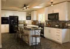 white cabinets in kitchen with black appliances. How to decorate using countertop and backsplash with island ideas Kitchen Cabinets With Black Appliances, Off White Cabinets, White Appliances, Black Kitchens, Kitchen Black, Black Counters, Viking Appliances, Vintage Appliances, Cherry Cabinets