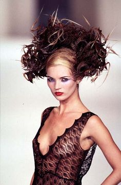 Philip Treacy - Ready-to-Wear - Runway Collection - Women Fall / Winter 1996 Kate Moss, Philip Treacy Hats, Moss Fashion, Women's Fashion, Irish Fashion, Miss Moss, Linda Evangelista, Claudia Schiffer, Cindy Crawford